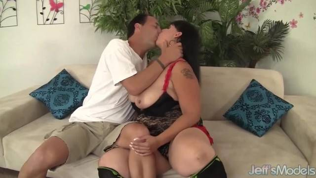 Horny MILF Savannah Star gets her Pussy Reamed Hard