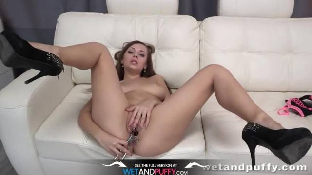 Horny Katarina Muti toys her pussy until she squirts