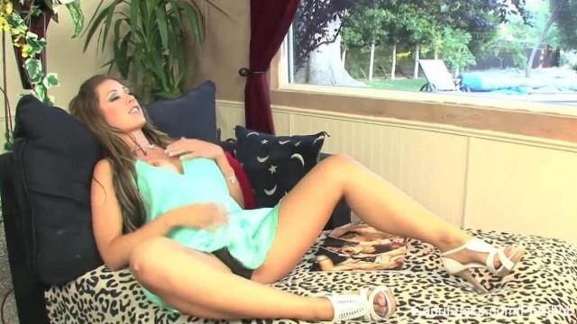 Super Hot Capri Cavanni Pleasures her Wet Pussy