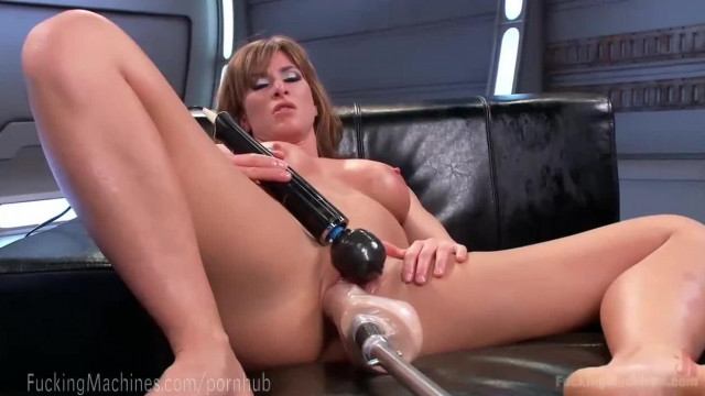 Ariel X s Perfect Body and Fuck Machines