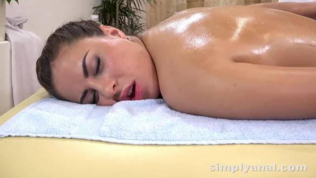 Anal Sex Cute Brunette Nikki Waine Takes a Creampie in her Ass