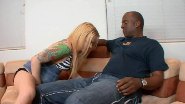 NAUGHTY BLONDE SQUIRTING TEEN TRADES DILDO FOR STEP DADS BLACK COCK