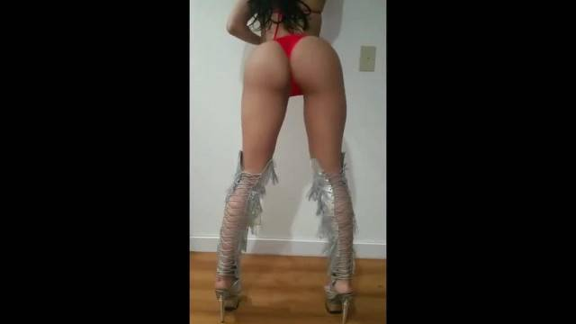 Full Twerk Performance