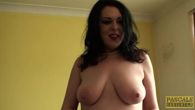 Fingered Curvy British Spreads her Legs