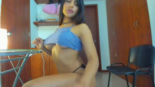Sexy brunette babe has live private stream and masturbates