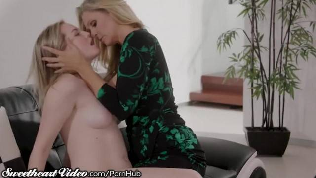 Sweetheart MILF Julia Ann Eats out Young Lesbian while Facesitting