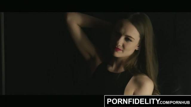 PORNFIDELITY Samantha Hayes makes Love to the Camera and Photographer