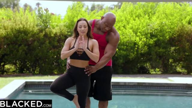 Fitness coach sticks his BBC in Abigail Mac