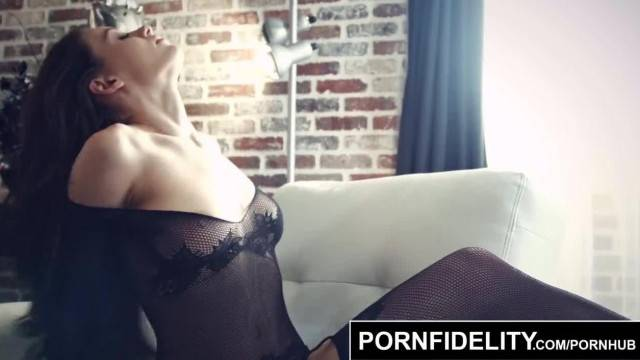 PORNFIDELITY Lana Rhoades Leaves you Breathless
