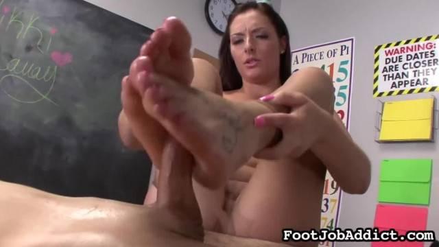 Nikki Lavay Footjob Addict