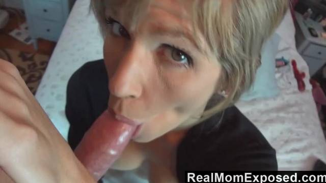 RealMomExposed Emy Banx gives the best Blowjobs