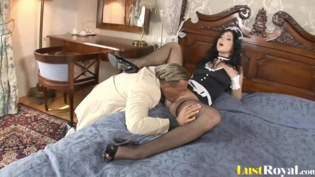 Smokin Hot Maid Stracy Stone gets Bonked