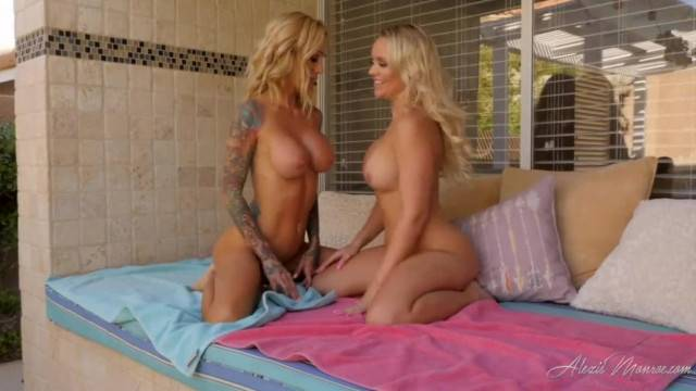 2 Sexy Girls Give JOI