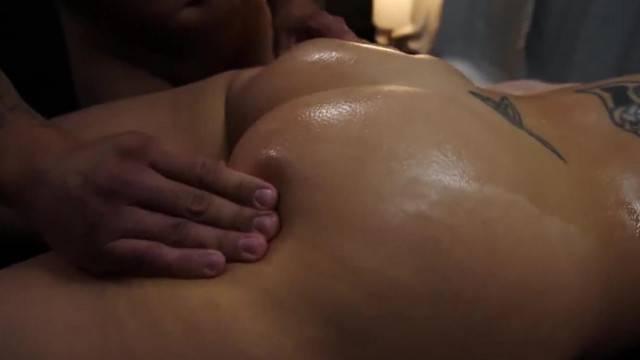 Busty Dee Williams gets Sexy Oil Rub down with Orgasm