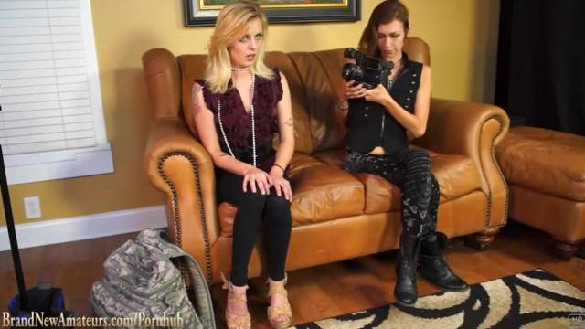 Hot Amateur Blonde on Casting Couch gets her Ass and Pussy Eaten