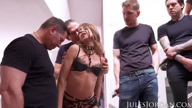 Stunning babe Riley Reid gets creamed in hardcore gangbang