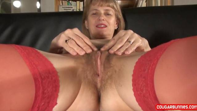 Mature Doris Dawn was not able to Find Lover Today and she had to Frig