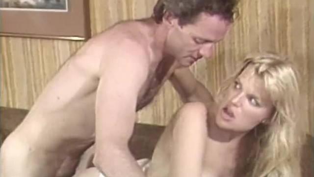 Blonde hottie helps guy release tension with deep fuck