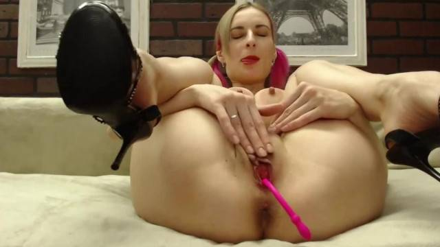 Naughty babe fingers her pussy and squirts during cam show