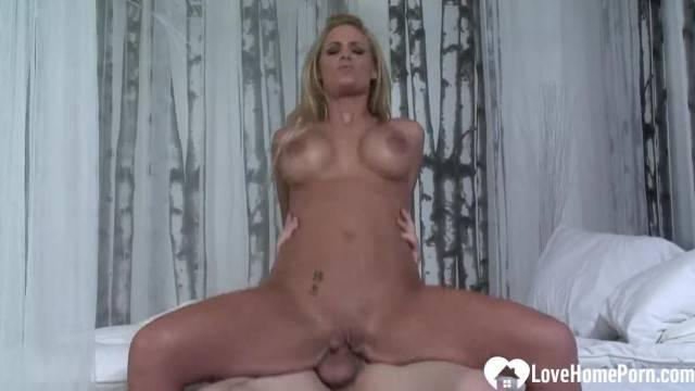 Busty MILF housewife fulfills her dirty fantasy