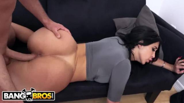 Intense makeup sex with gorgeous brunette Valerie Kay
