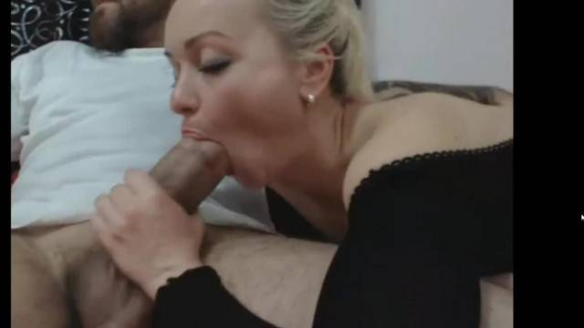 Webcam chick Riding Thick Cock on live stream
