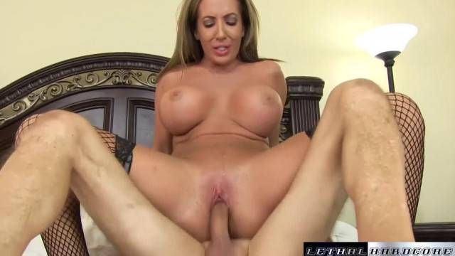 Busty MILF Richelle Ryan rides her trainer and gets facial