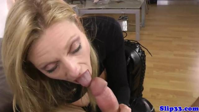 Amateur sexy babe sucks cock before doggy style fuck