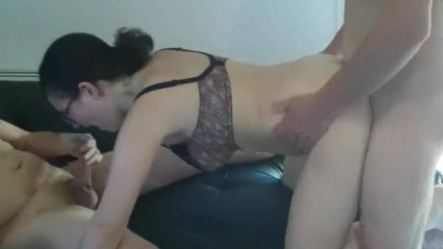 Curvy babe makes guys cum hard on her tits in threesome
