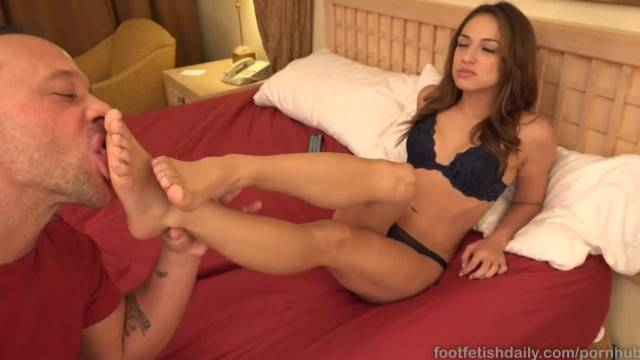 Sara Luvv has Toes Sucked and Receives some Cock