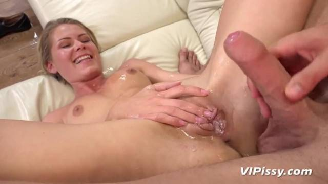 Blonde cutie loves Cum and Piss in Mouth