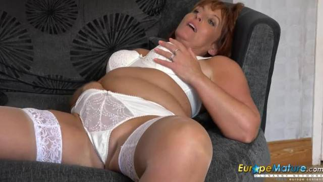 Mature curvy beauty shows her big natural tits and plays with her wet clit