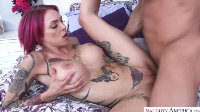 Stunning MILF Anna Bell seduces her friend and takes facial cumshot