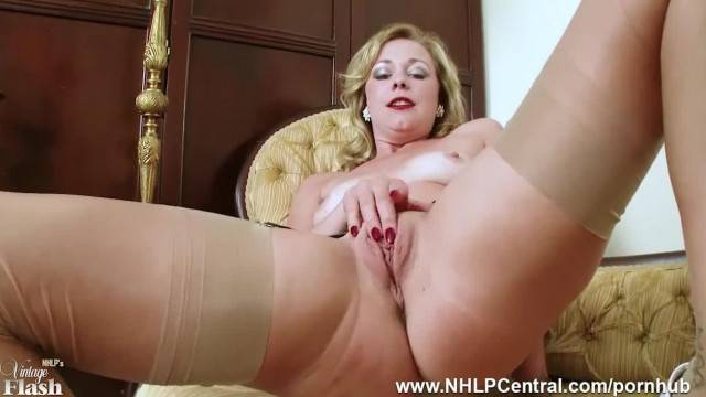 Stunning blonde MILF rubs her clit and has powerful orgasm