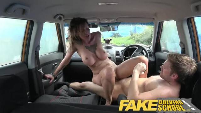Chantelle Fox gets her pussy creampied during driving lesson