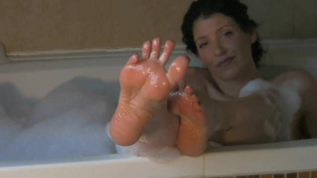 Sensual bathtub foot worship with amateur brunette babe