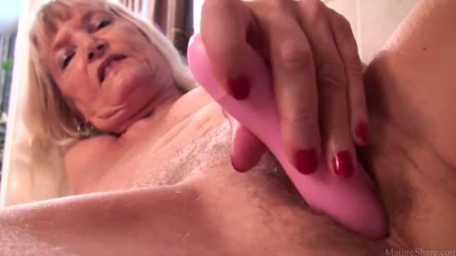 Kinky granny toys her mature twat with vibrator and cums hard